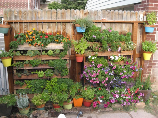 Pallet garden how to create wooden pallet furniture for How to make a vertical garden using pallets