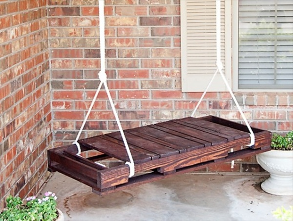 Upcycled pallet furniture ideas recycled things for Pallet furniture projects