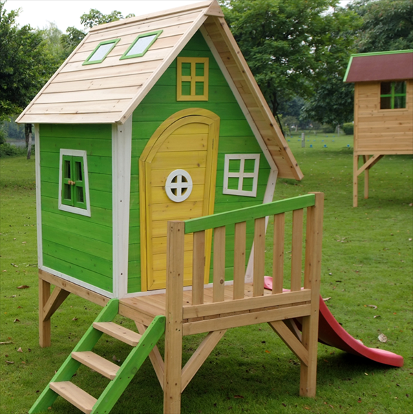 Diy designs kids pallet playhouse plans wooden pallet for Casitas de madera para ninos baratas