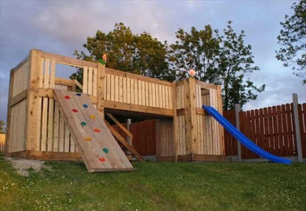 Woodwork pallet playhouse building plans pdf plans for Wooden playhouse designs
