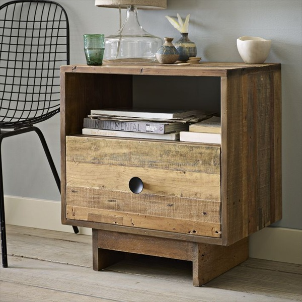 pallet nightstand do it yourself pallets wooden pallet furniture. Black Bedroom Furniture Sets. Home Design Ideas