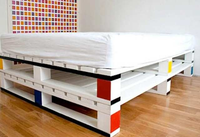 Catchy and Distinct Style Pallet Bed DIY | Wooden Pallet Furniture