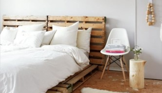 Catchy and Distinct Style Pallet Bed DIY