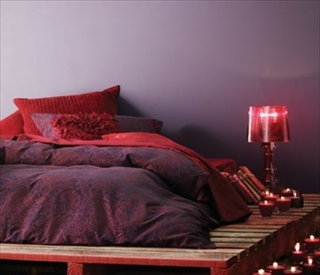 red pallet bed diy