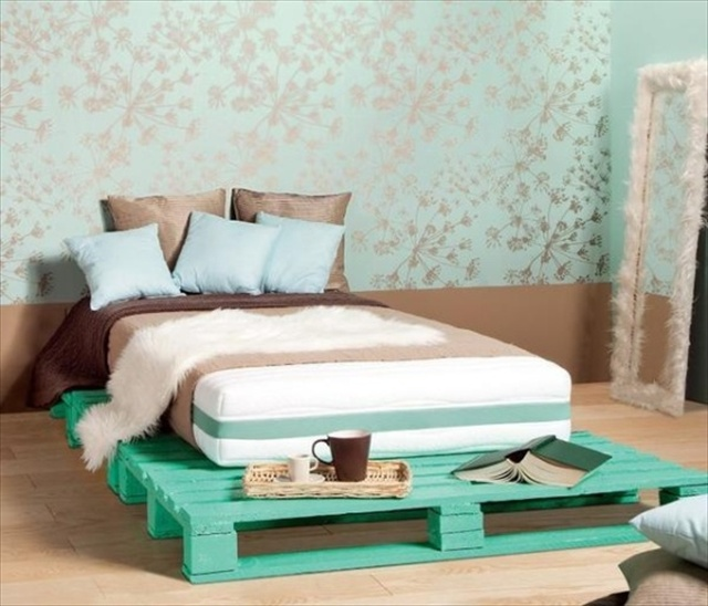 Catchy and distinct style pallet bed diy wooden pallet furniture the creativity does not stop here the pallet bed do it yourself is amidst the most recycled woods that can be re applied time and time again to feed new solutioingenieria Image collections