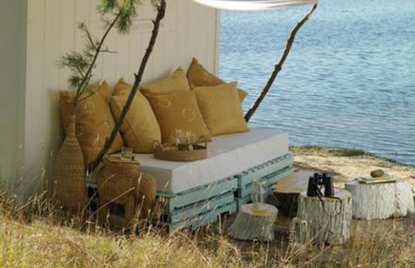 39 ideas about pallet outdoor furniture for modern look for Outdoor pallet daybed