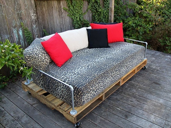 Pallet sofa or Pallet couch