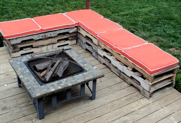 Pallet patio bench with comfortable cushions