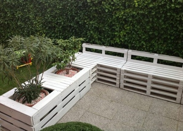 39 ideas about pallet outdoor furniture for modern look - Banquette en palette de bois ...