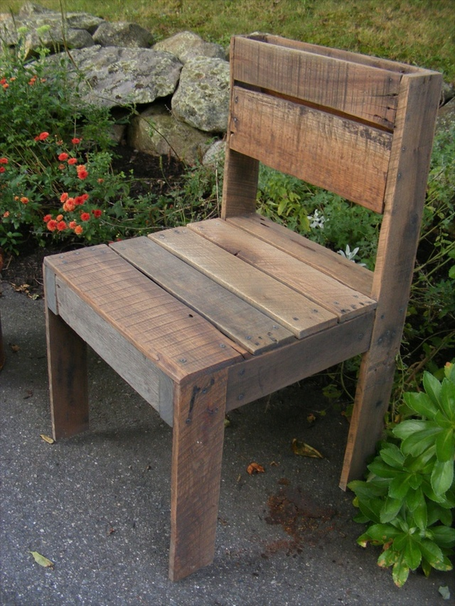21 ideas for awesome pallet chair wooden pallet furniture for Pallet furniture projects