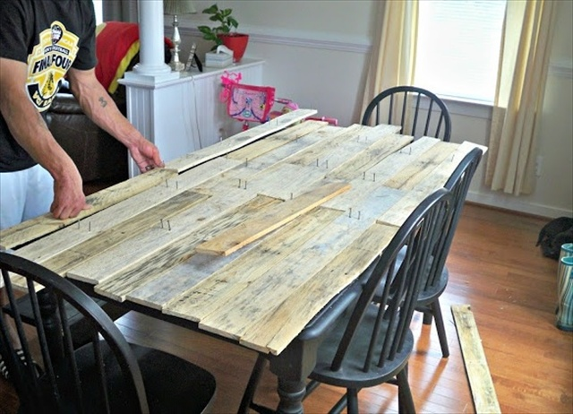 Pallet kitchen table for your dining area wooden pallet for How to make a pallet kitchen table