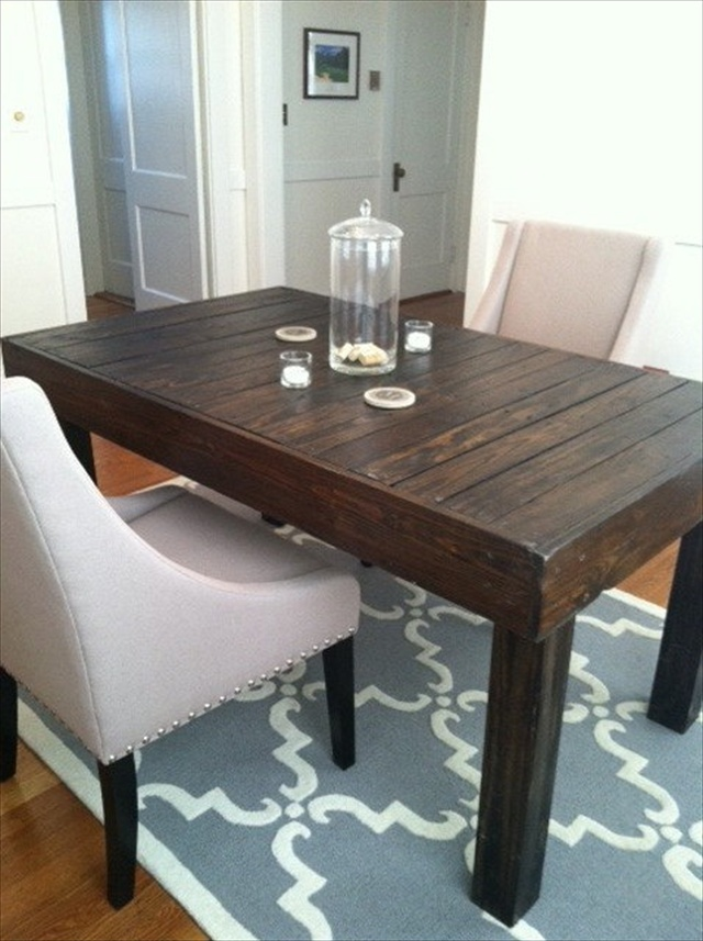 decorate and make your pallet dining table unique wooden pallet furniture. Black Bedroom Furniture Sets. Home Design Ideas