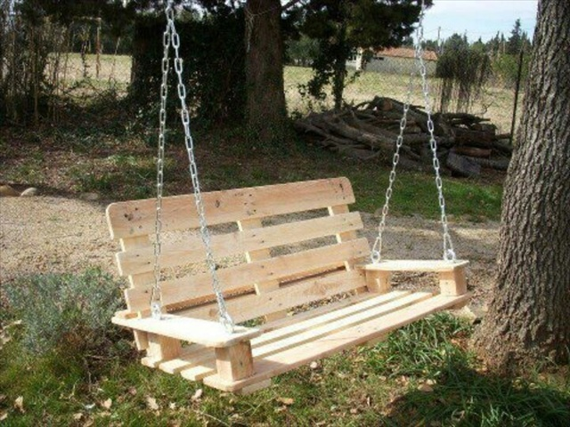 how to make a comfortable swing out of a pallet wooden