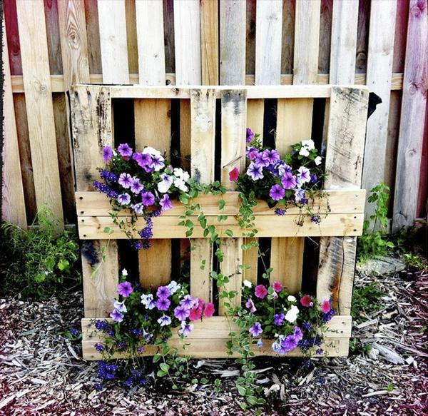 repurposed pallet garden