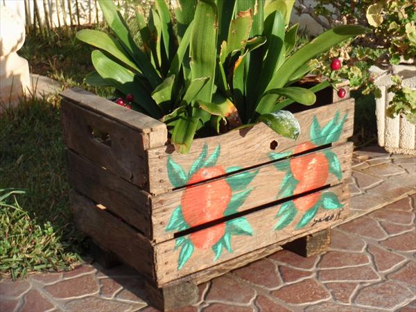 Garden styling with pallet vertical planter wooden for How to make a flower box out of pallets