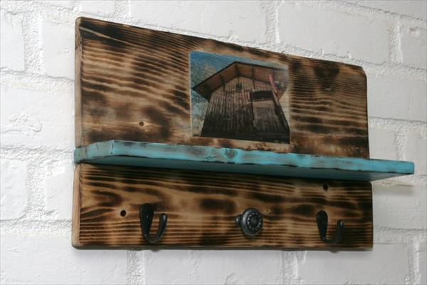 reclaimed pallet wall shelf