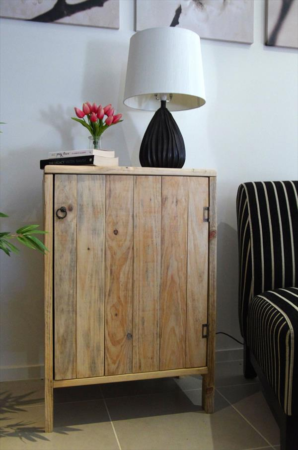 DIY Pallet Living Room Cabinet Side Table