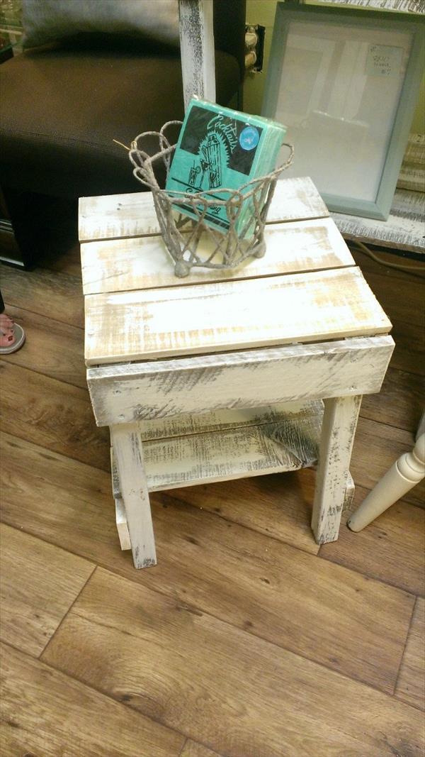 DIY Pallet Rustic Side Table | Wooden Pallet Furniture