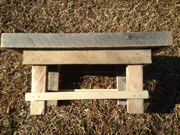 repurposed pallet footstool