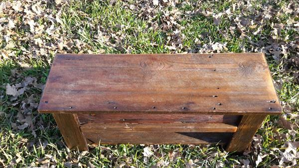 recycled pallet and barnwood bench