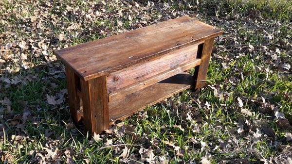 vintage inspired pallet mudroom bench
