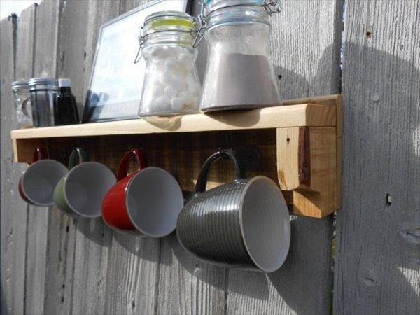 reclaimed pallet mug holder