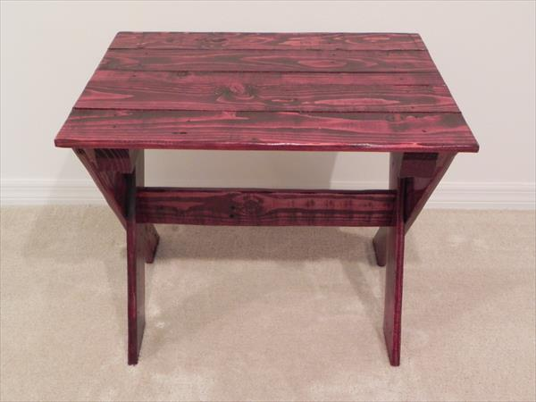 recycled pallet side table with criss cross legs
