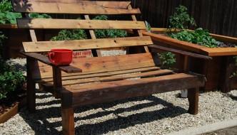 Pallet Bench: Transforming Flat Woods