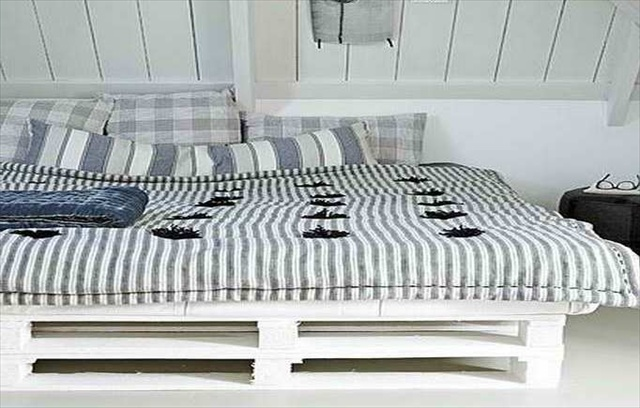 white pallet bed diy