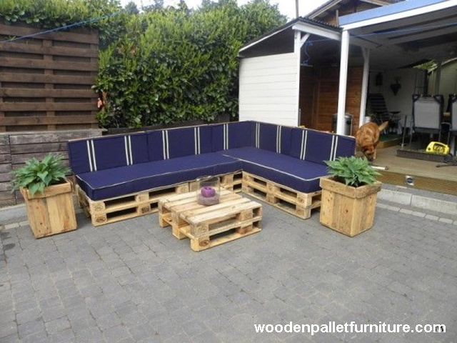 garden set made from pallets