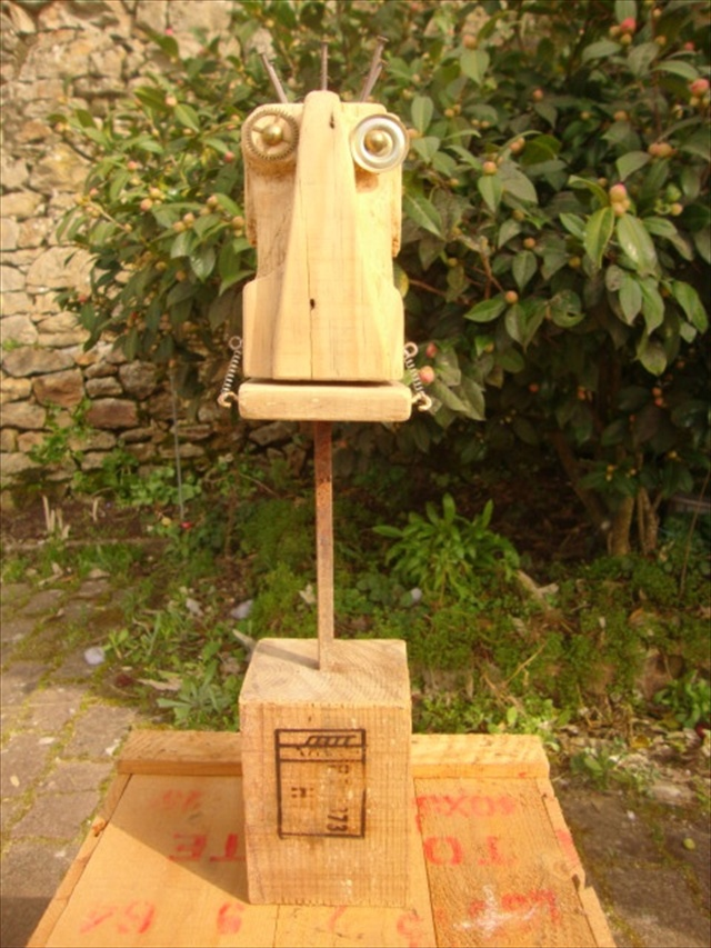 Make Your Time Useful With Pallet Robots Wooden Pallet