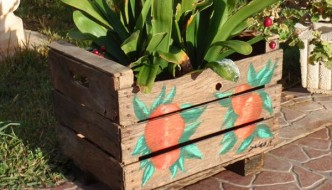 DIY Rustic Pallet Planter Box