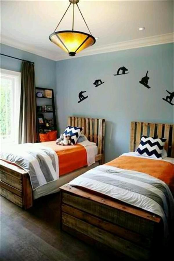 10 DIY Beds Made Out of Pallets | Wooden Pallet Furniture on Pallet Bedroom Design  id=77749