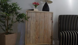 DIY Pallet Living Room Cabinet / Side Table
