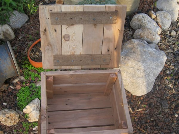 upcycled pallet box with lid