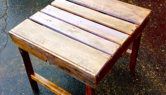 DIY Highly Rustic Pallet Side Table