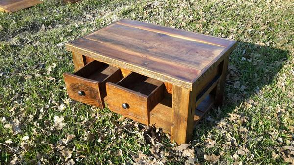 recycled pallet coffee table with 2 drawers