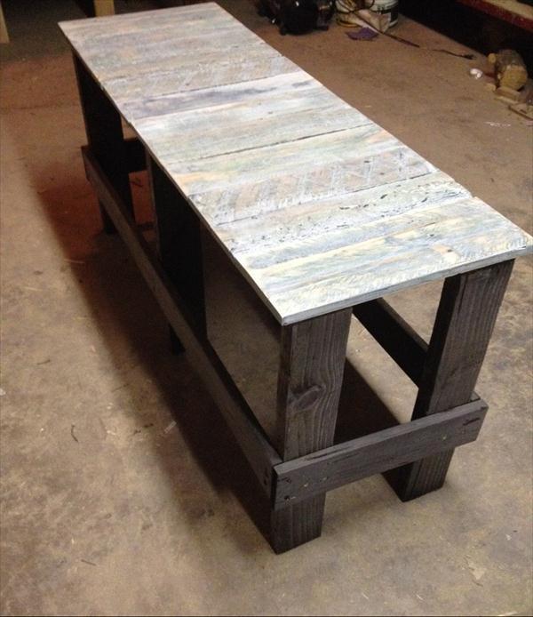 repurposed pallet wood bench