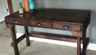 DIY Pallet Desk with 3 Pee-Ka-Boo Drawers