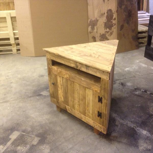 rustic pallet sectional media unit