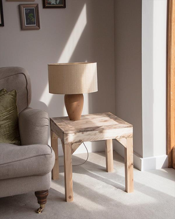 handmade woode pallet side table