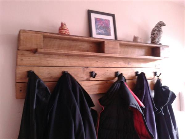 diy pallet coat rack with decorative mantle